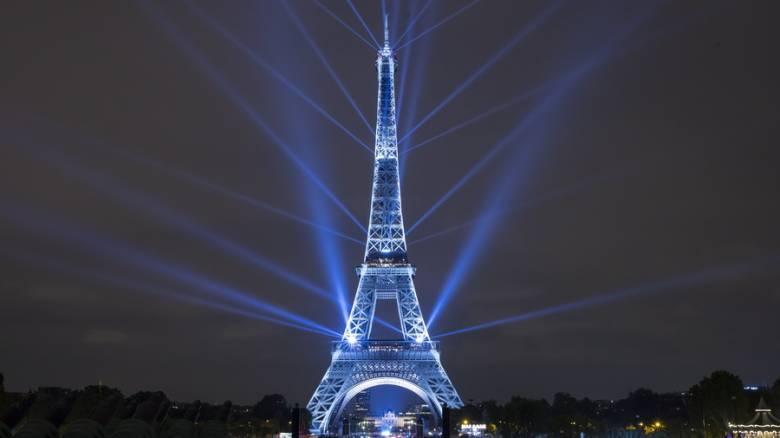 Επίθεση Στρασβούργο: «Σβήνει» ο Πύργος του Άιφελ