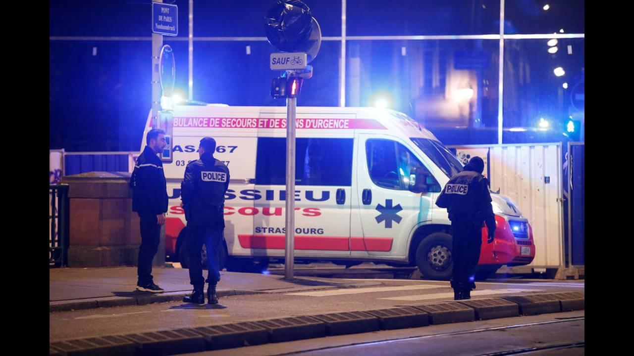 https://cdn.cnngreece.gr/media/news/2018/12/12/158055/photos/snapshot/2018-12-11T200426Z_2102440464_RC1EB5EF11D0_RTRMADP_3_FRANCE-SHOTS.jpg