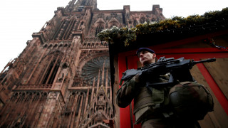 «Επικίνδυνο άτομο»: Οι Αρχές ζητούν βοήθεια για τον εντοπισμό του μακελάρη του Στρασβούργου