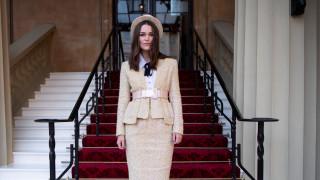 Κίρα Νάιτλι: Ο σύζυγός της αρνήθηκε να βάλει γραβάτα στη βράβευσή της από το Παλάτι