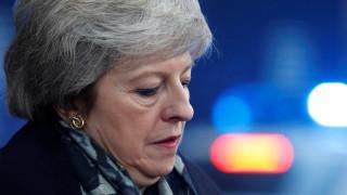 Η Βρετανία «βλέπει» ως «ταπεινωτική αποτυχία» την παρουσία της Μέι στις Βρυξέλλες