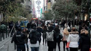 Εορταστικό ωράριο Χριστουγέννων: Ανοιχτά αύριο τα καταστήματα
