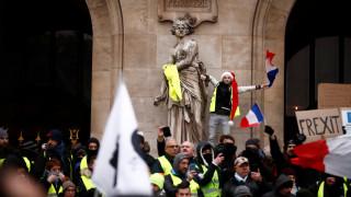 «Κίτρινα γιλέκα»: Το πέμπτο… ραντεβού των διαδηλωτών μέσα από φωτογραφίες
