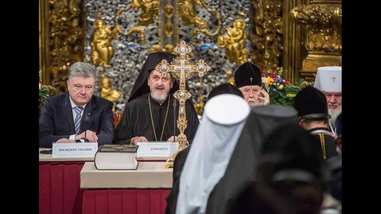 https://cdn.cnngreece.gr/media/news/2018/12/15/158408/photos/snapshot/2018-12-15T145725Z_1385487555_UP1EECF15JOCR_RTRMADP_3_UKRAINE-CHURCH.jpg