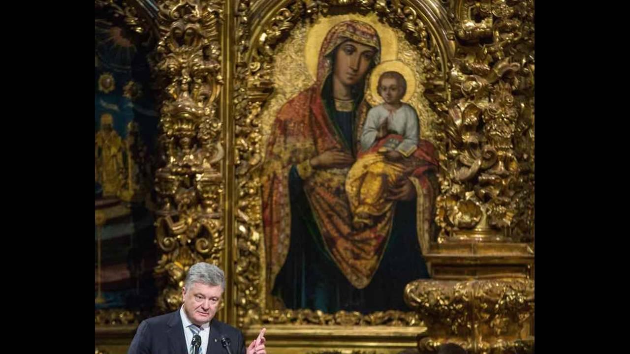 https://cdn.cnngreece.gr/media/news/2018/12/15/158408/photos/snapshot/2018-12-15T145753Z_1613562276_UP1EECF15KGCT_RTRMADP_3_UKRAINE-CHURCH.jpg