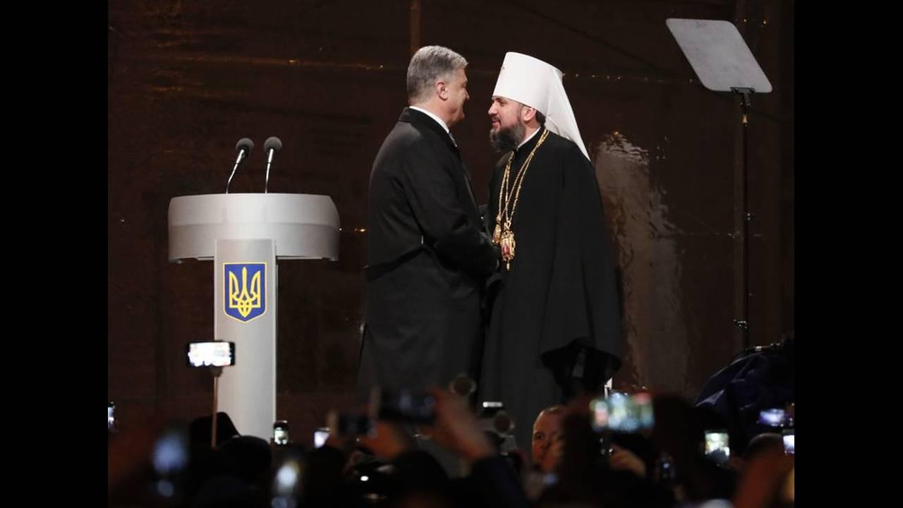 https://cdn.cnngreece.gr/media/news/2018/12/15/158408/photos/snapshot/2018-12-15T154100Z_1572597819_UP1EECF17KBDJ_RTRMADP_3_UKRAINE-CHURCH.jpg