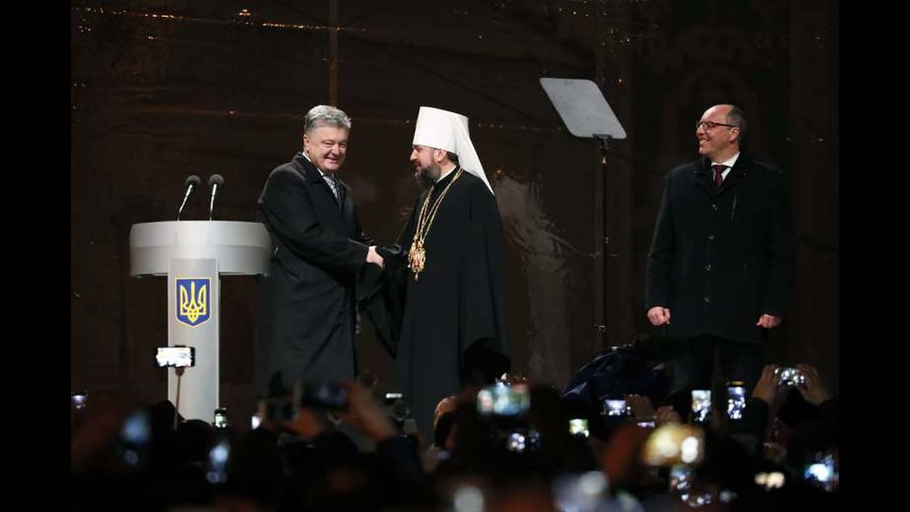 https://cdn.cnngreece.gr/media/news/2018/12/15/158408/photos/snapshot/2018-12-15T154135Z_751730601_UP1EECF17LADL_RTRMADP_3_UKRAINE-CHURCH.jpg