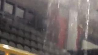 Εικόνες ντροπής στον Πύργο: Κλειστό γυμναστήριο έγινε... κολυμβητήριο από τη βροχή (vid&pics)