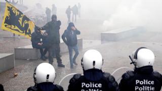 Βρυξέλλες: Σε πεδίο μάχης μετατράπηκαν οι δρόμοι - Χιλιάδες κατά του Συμφώνου για τη Μετανάστευση