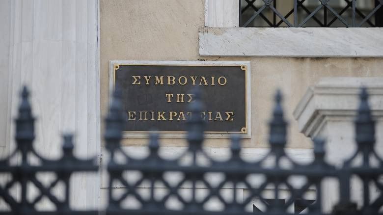 ΣτΕ: Αντισυνταγματική η περικοπή δώρων και επιδόματος αδείας των δημοσίων υπαλλήλων