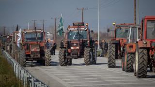 Οι αγρότες ξανά στους δρόμους: Πού στήθηκαν τα πρώτα μπλόκα
