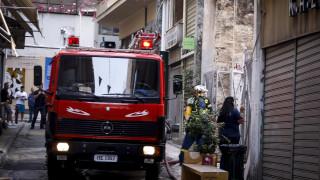 Μεγάλη πυρκαγιά σε κτήριο μεταφορικής εταιρείας στην Κόρινθο