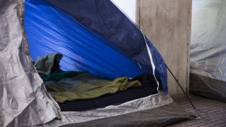 Άθλιες συνθήκες εργασίας: Μέσα σε σκηνή αστυνομικοί στο Πλωμάρι