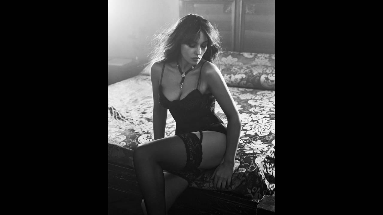 https://cdn.cnngreece.gr/media/news/2018/12/18/158713/photos/snapshot/Monica-Bellucci-photographed-by-Gilles-Marie-Zimmermann-for-Esquire-China--793x1024.jpg