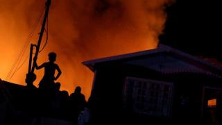 Πύρινη «κόλαση» στη Βραζιλία: Εκατοντάδες σπίτια έγιναν στάχτη λόγω μιας... χύτρας