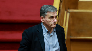 Στην «επόμενη ημέρα» εστίασαν Τσακαλώτος - Χουλιαράκης στη Βουλή