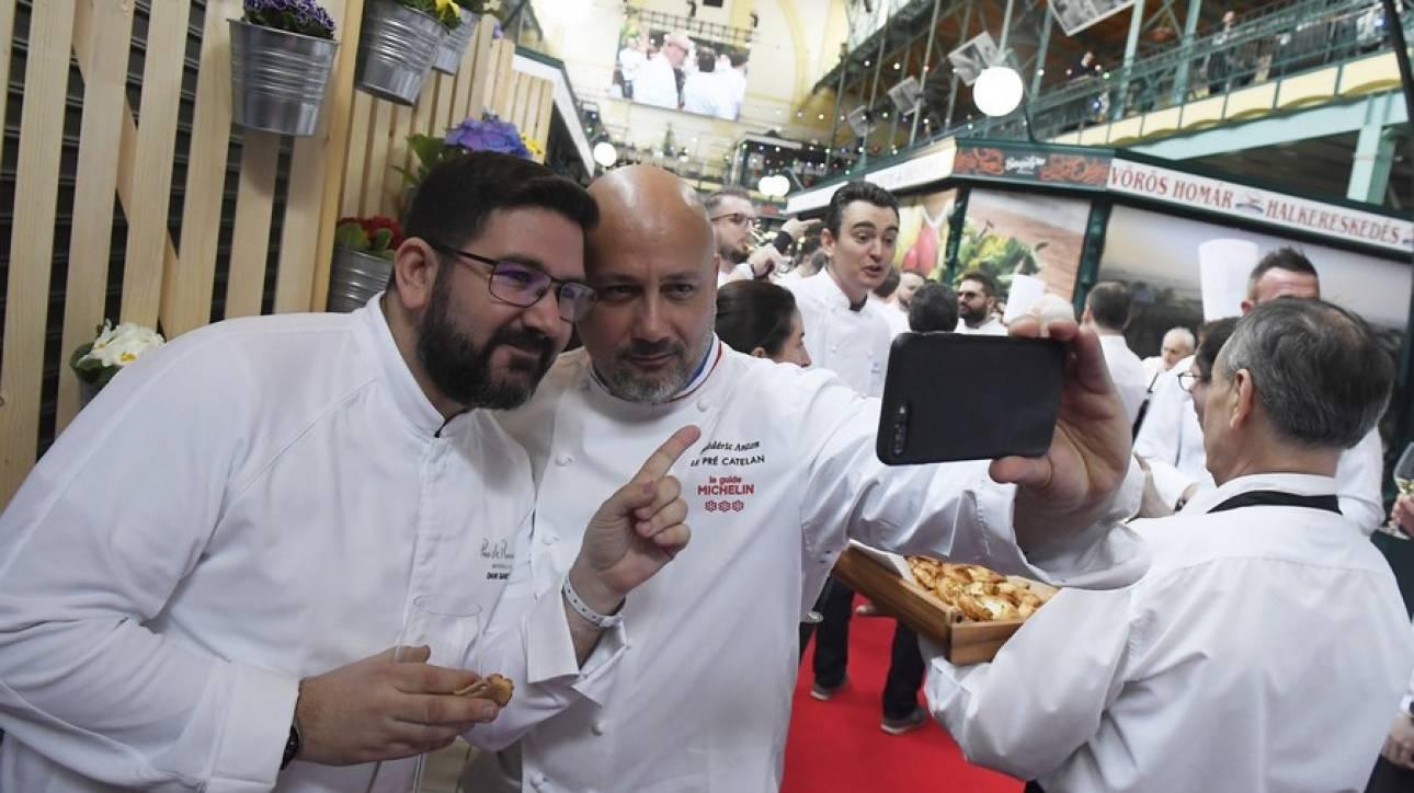 Σεφ με τρία αστέρια Mισελέν κλείνει το εστιατόριό του για να πουλά... χάμπουργκερ