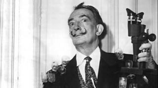 Το τηλέφωνο – αστακός του Σαλβαντόρ Νταλί πουλήθηκε για 853.000 λίρες σε δημοπρασία