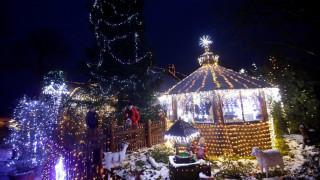 Ξεκίνησε τη χριστουγεννιάτικη διακόσμηση του σπιτιού του πριν από... 17 χρόνια!