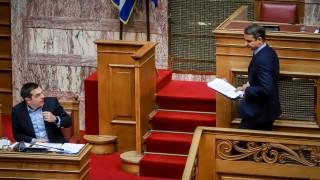 «Πόλεμος» ανακοινώσεων Μαξίμου - ΝΔ μετά τις τροπολογίες για το Σύνταγμα των Σκοπίων