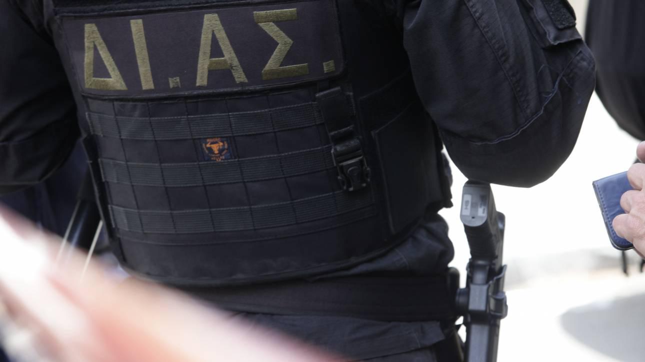 Έκλεψαν το όπλο αστυνομικού μέσα από το σπίτι του
