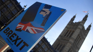 Brexit: «Υπάρχει χρόνος για δεύτερο δημοψήφισμα» λέει το Παρίσι