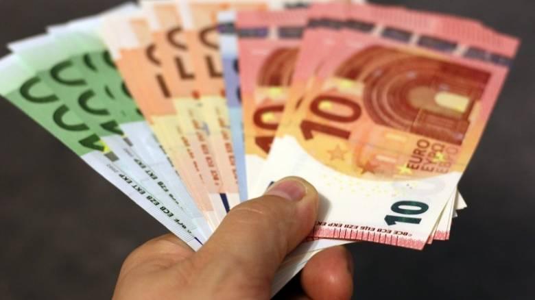 Συντάξεις, ΚΕΑ και αναδρομικά: Ημέρα πληρωμών η σημερινή - Ποιοι και πόσα χρήματα θα πάρουν