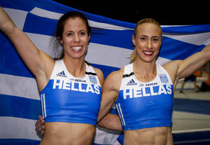 Η Κατερίνα Στεφανίδη και η Νικόλ Κυριακοπούλου κάνουν το γύρο του θριάμβου με την ελληνική σημαία μετά την κατάκτηση της πρώτης και δεύτερης θέσης, αντίστοιχα, στο Ευρωπαϊκό Πρωτάθλημα Στίβου του Βερολίνου. Στη διοργάνωση ακούστηκε συνολικά τρεις φορές ο
