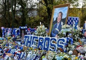 Ο ιδιοκτήτης της Λέστερ, Βιχάι Σριβανταναπράμπα, έχασε τη ζωή του, όταν το ελικόπτερό του συνετρίβη έξω από το γήπεδο της ομάδας. Η οικογένειά του, οι παίκτες της Λέστερ και οι κάτοικοι όλης της πόλης τίμησαν τη μνήμη του αφήνοντας λουλούδια και μηνύματα