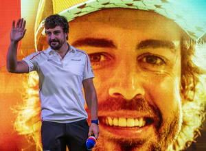 Ο Ισπανός πιλότος της Formula 1 Φερνάντο Αλόνσο αποχώρησε από την ενεργό δράση, λέγοντας αντίο στο άθλημα που τον ανέδειξε παγκοσμίως. Ο κάτοχος δύο παγκόσμιων τίτλων αγωνιζόταν τα τελευταία 17 χρόνια. Στη φωτογραφία χαιρετά τους δημοσιογράφους που δίνουν