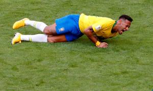 Ο τραυματισμός του διεθνή Βραζιλιάνου ποδοσφαιριστή Νεϊμάρ στον αγώνα κατά του Μεξικό στο Παγκόσμιο Κύπελλο της Ρωσίας. Η φωτογραφία του έγινε viral και θα αποτυπωθεί αιωνίως στην ιστορία του αθλήματος… όσο και αν αυτό λυπεί τον άσσο της Παρί. 2 Ιουλίου 2