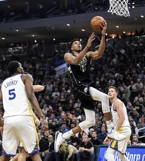 Greek Freak! Η λέξη «Ελλάδα» ακούγεται ολοένα και περισσότερο στο NBA, λόγω του διεθνή μπασκετμπολίστα Γιάννη Αντετοκούνμπο, ο οποίος διαγραφεί μία διαρκώς βελτιούμενη πορεία. Ο Giannis το 2018 ευτύχησε να ζήσει αξέχαστες στιγμές στο παρκέ, αναδείχθηκε –