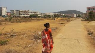 Ινδία: Περιέλουσαν μαθήτρια με βενζίνη και την πυρπόλησαν
