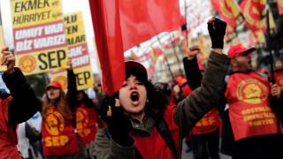 Χιλιάδες διαδηλωτές στους δρόμους της Κωνσταντινούπολης ζητώντας «δουλειά, ψωμί, ελευθερία»