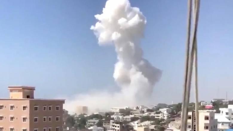 Σομαλία: 22 νεκροί από διπλή βομβιστική επίθεση αυτοκτονίας στο Μογκαντίσου