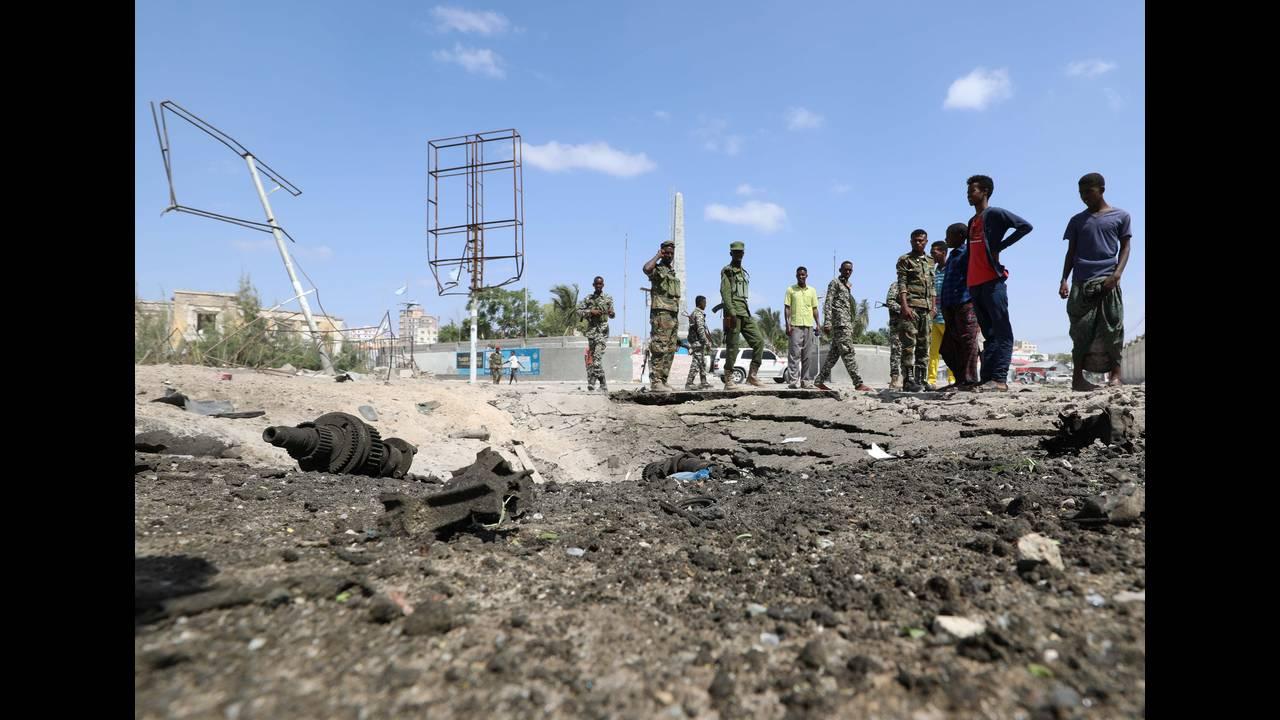 https://cdn.cnngreece.gr/media/news/2018/12/23/159327/photos/snapshot/2018-12-22T111211Z_403981793_RC1153DD33F0_RTRMADP_3_SOMALIA-SECURITY.JPG