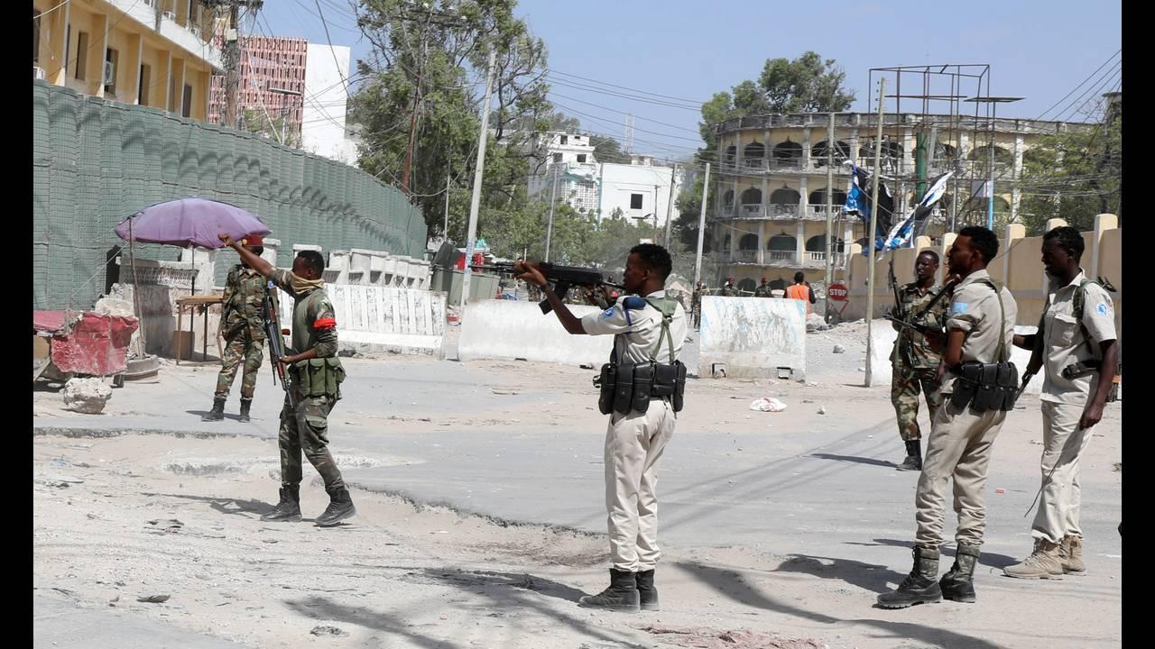 https://cdn.cnngreece.gr/media/news/2018/12/23/159327/photos/snapshot/2018-12-22T111719Z_1150077957_RC1EFE0A2440_RTRMADP_3_SOMALIA-SECURITY.JPG