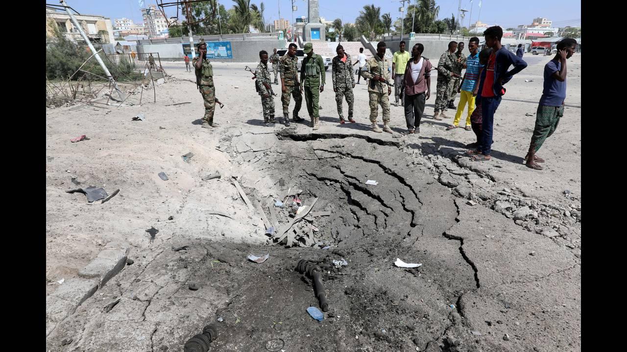 https://cdn.cnngreece.gr/media/news/2018/12/23/159327/photos/snapshot/2018-12-22T113617Z_694467241_RC1B0F6FC090_RTRMADP_3_SOMALIA-SECURITY.JPG