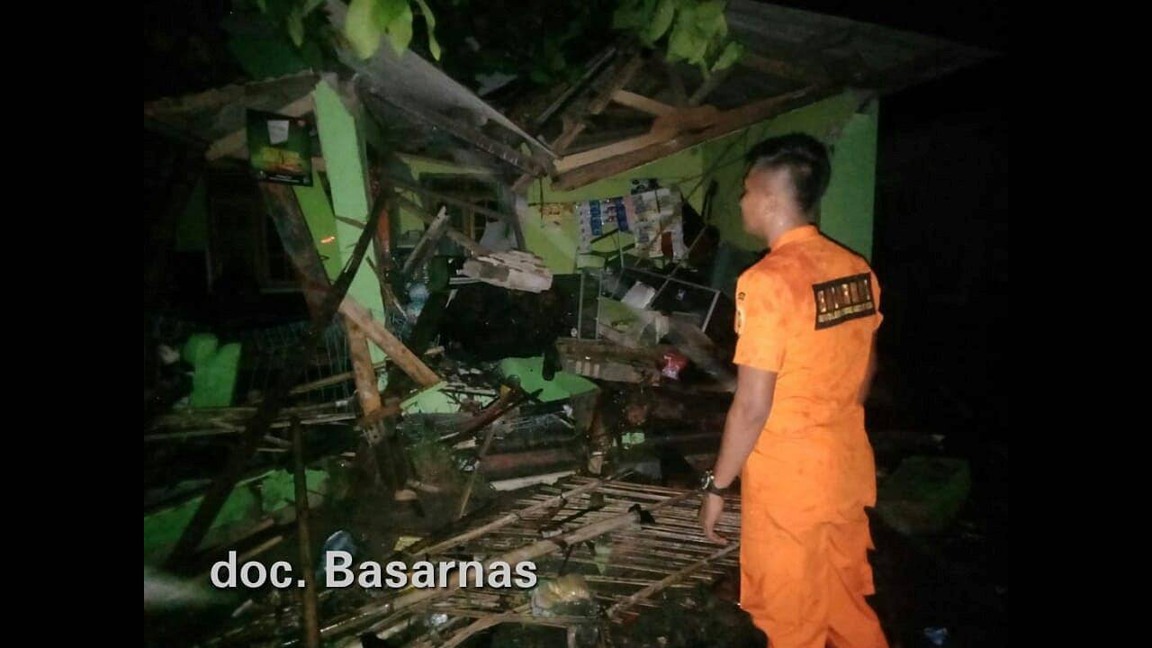 https://cdn.cnngreece.gr/media/news/2018/12/23/159363/photos/snapshot/2018-12-23T072207Z_1213850067_RC1FFEA6D680_RTRMADP_3_INDONESIA-TSUNAMI.JPG