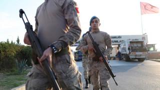Η Τουρκία στέλνει ενισχύσεις στα σύνορά της με τη Συρία