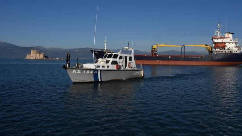 Δύο συλλήψεις διακινητών μετά την προσάραξη σκάφους με μετανάστες στην Κυπαρισσία