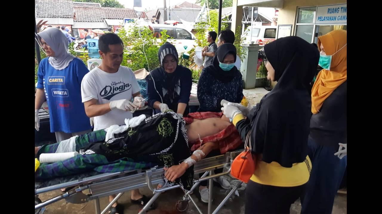 https://cdn.cnngreece.gr/media/news/2018/12/23/159396/photos/snapshot/2018-12-23T075717Z_1945401243_RC180AE4D200_RTRMADP_3_INDONESIA-TSUNAMI.JPG