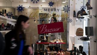 Εορταστικό ωράριο Χριστουγέννων: Ποιες ώρες θα είναι ανοιχτά σήμερα τα καταστήματα