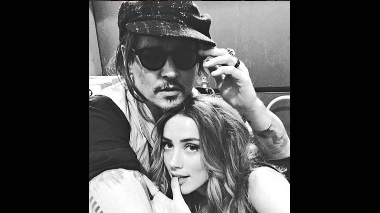 https://cdn.cnngreece.gr/media/news/2018/12/24/159448/photos/snapshot/Johnny-Depp-et-Amber-Heard-.jpg