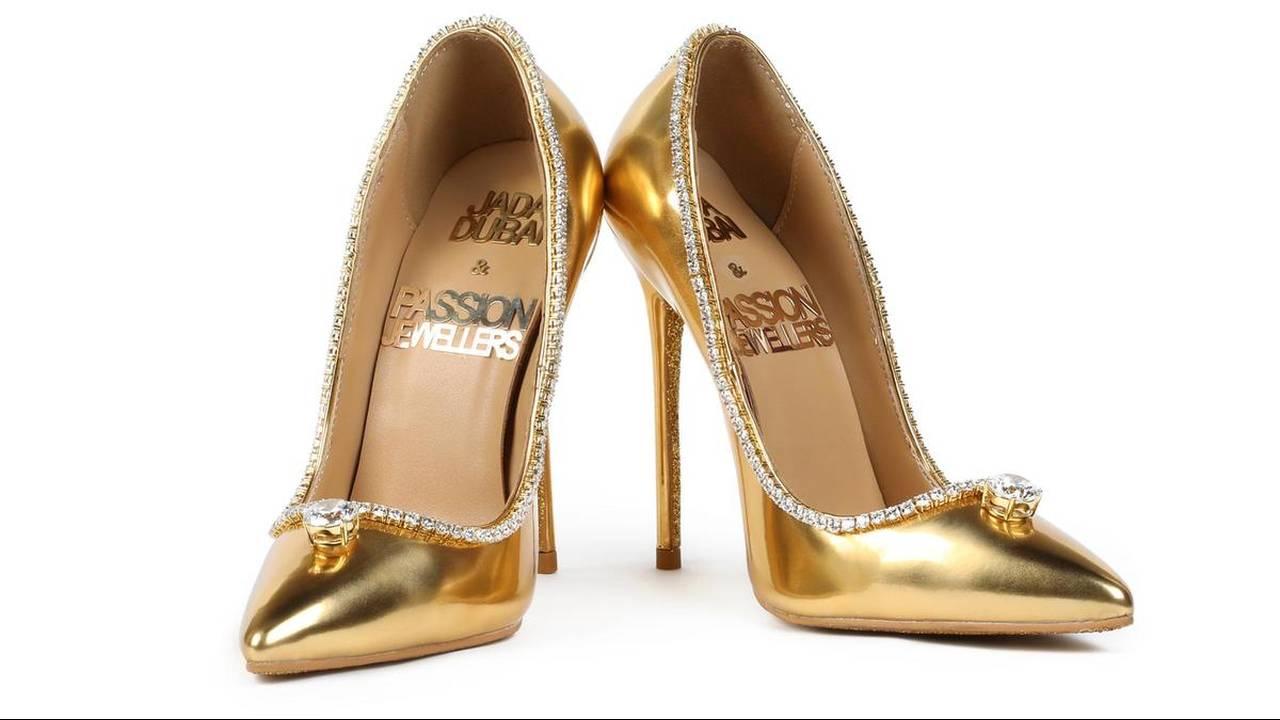 https://cdn.cnngreece.gr/media/news/2018/12/24/159455/photos/snapshot/The-Passion-Diamond-Shoes.jpg