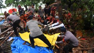 Ινδονησία: Μάχη με τον χρόνο για τον εντοπισμό επιζώντων