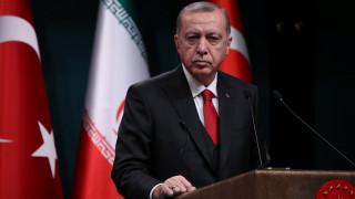 Ταξιδιωτική απαγόρευση στους δύο ηθοποιούς που κατηγορούνται ότι προσέβαλαν τον Ερντογάν