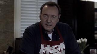 «Σας έλειψα»; Ο Κέβιν Σπέισι υπονοεί την επιστροφή του στο House of Cards και το ίντερνετ παραληρεί