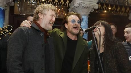 Ο Μπόνο κι οι άλλοι: Χριστουγεννιάτικη συναυλία για τους αστέγους του Δουβλίνου
