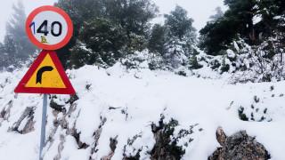 Καιρός: Επελαύνει ο χιονιάς - Στα... δύο η Ελλάδα